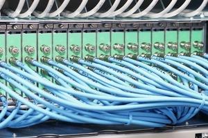 """Das """"Gehirn"""" des modernen Multimedianetzes: Das Cable Modem Termination System CMTS, dasvon der Kabel-Kopfstelle aus die Versorgung der Endgeräte in den Haushalten mit IP-Datenpaketen steuert"""