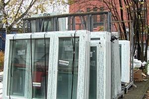 Neue Energiesparfenster aus Kunststoff <br />stehen zur Montage bereit <br />