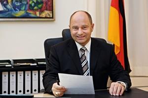 Gastautor:<br />Rainer Bomba<br />Staatssekretär im Bundesministerium fürVerkehr, Bau und Stadtentwicklung<br />