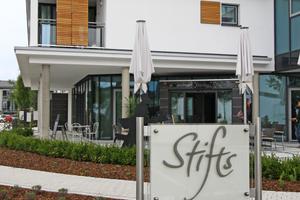 Die Terrasse des Cafes öffnet den Espachstift (auch) für auswärtige Gäste
