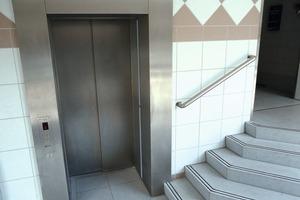 Im Zuge der Aufzugsmodernisierung wurde eine neue Haltestelle auf Gehwegniveau ergänzt