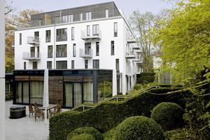 Elbschloss-Residenz: Schwellenfreie Zugänge, breite Türen und durchdachte Einbaumöbel erleichtern den Alltag