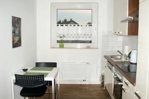Der Rückbau der alten Gastherme zwischen Fenster und Küchenzeile schafft Platz für ein schöneres Ambiente
