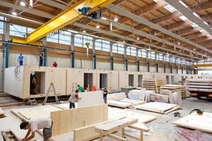 Modulbauten können aus vorgefertigten Raumzellen bestehen oder aus einzelnen Wand- und Decken-Elementen mit immer gleichen Abmessungen