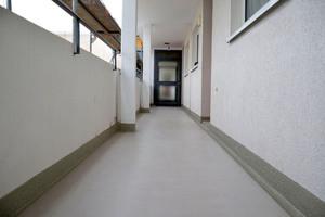 Die Laubengänge in der Magdeburgstraße in Braunschweig: rutschsicher und wieder dicht