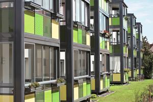 Durch das Luftpolster zwischen Verglasung und Fassade bieten Balkone mit integrierter Verglasung die Möglichkeit zur Energieeinsparung