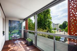 Mit dem Schiebe-Dreh-System lässt sich der Balkon über die gesamte Breite von 6 m öffnen