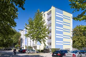 Akzente und geteilte Farbfelder gliedern große Fassadenflächen und geben ihnen eine angenehmere Dimensionierung