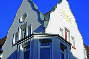 """Aufwändige Handwerkskunst: Die """"Sonne"""" als Giebelschmuck<br />"""