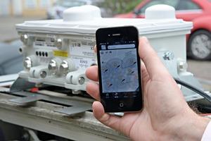 Das Smartphone findet WLAN-Hotspots von Kabel Deutschland – aufgenommen vor geöffneter WLAN-Haube