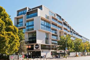 Das Paragon mit dreidimensional wirkender Fassade aus Balkonen unterschiedlicher Tiefen