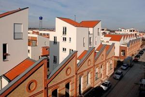 """Die Kombination moderner Wohnbauten mit Bestandsstrukturen wie historischen Fabrikhallen verleihen dem Stadtviertel """"Quartier amTurm"""" das charakteristische Aussehen und bringen urbanen Flair ins Wohnquartier<br />"""