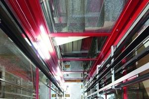 Das flexible Aufzugssystem nutzt den vorhandenen Raum im Treppenauge bis zum letzten Millimeter aus<br />