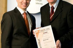 Peter Metz (l.), Geschäftsführer der Techem Energy Contracting GmbH, und Ullrich Senft, Energiemanager bei Techem<br />
