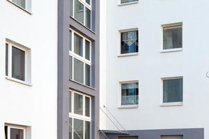 Dank Dämmung und Farbgebung erhielten die 40 Jahre alten Wohnbauten neuen Glanz und höheren Wohnkomfort bei niedrigeren Heizkosten