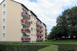 Maintal, Zeppelinstraße: Die Schüsseln an der Fassade sind weg