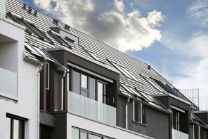 Die Dachfenster und Fassadenanschlussfenster können unabhängig voneinander geklappt und geschwungen bzw. gedreht und gekippt werden