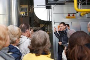 Die Mieter konnten sich am Tag der offenen Tür einen eigenen Eindruck von ihrem modernisierten Blockheizkraftwerk (BHKW) machen