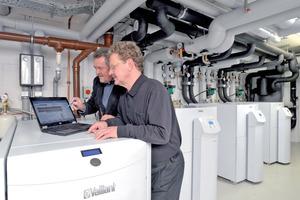 Oft wird in der Wohnungswirtschaft mittlerweile eine zentrale Kombination aus BHKW und Gas-Brennwertgerät für die Wärmeversorgung gewählt