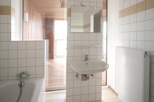 Großzügige Verglasungen und fließende Raumfolgen bieten in den elf Wohnungen hohen Wohnwert<br />
