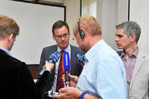 Der Präsident des Branchenverbandes GdW, Axel Gedaschko, gibt ein Interview