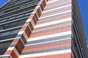 """""""Waterlandplein"""", Amsterdam: Realisiert wurde die Bekleidung der VHF mit Ziegel-Fassadenplatten in vier kräftigen Erd-Farbtönen"""