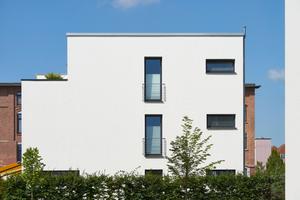 Sämtliche Gebäude zeigen durch eine durchgängige architektonische Handschrift ihre Zusammengehörigkeit