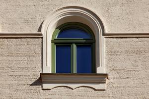 Die Fenster sind entsprechend eines vorhandenen Originals nachgebaut