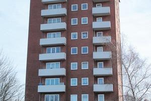 Das umfassende Sanierungskonzept an dem zwölfgeschossigen Wohnturm beinhaltete neben einer Verbesserung der Fassadendämmung auch eine Erneuerung und Erweiterung der Balkone<br />