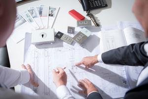 Planer und Architekten, die ein Bauvorhaben mit Aufzügen planen, sollten sich jetzt bereits mit der neuen europäischen Aufzugsnorm EN 81-20/50 auseinandersetzen