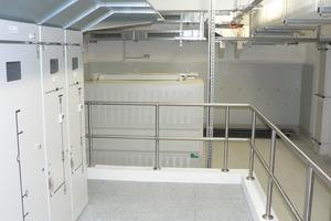 Sanierter Technikraum mit beschichteten Vertikalblechen