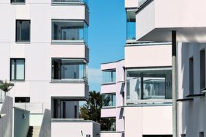 Das Schiebe-Dreh-System bietet als Balkonverglasung besonderen Schutz vor Wind, Schmutz, Lärm und Witterung