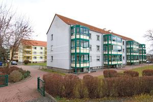 So wie in der Wohnsiedlung im  Birkenweg in Trebbin hat die eine Wohnungsbaugenossenschaft ihren kompletten Bestand auf modernen Satellitenempfang umgerüstet