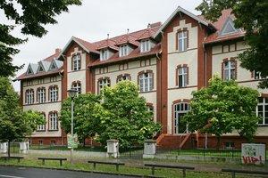 Das klassizistische Gebäude nach der Sanierung