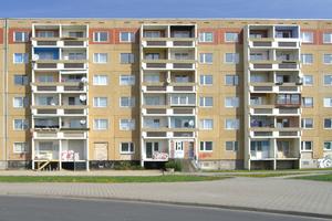 Plattenbau-Wohnungen waren in der DDR-Zeit nicht unbeliebt, boten sie doch oft einen größeren Komfort. Diese Siedlung jedoch war in die Jahre gekommen