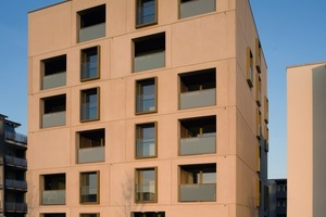 Das sechsgeschossige Wohnhaus am Stadtpark in Neu-Ulm bietet Wohnqualität, wie sie sonst nur exklusiven Häusern vorbehalten ist. Die kostengünstige Variante für Familien und Wohngruppen gelang durch die gezielte Planung der Gebäudeaußenwand mit vorgefertigten Stahlbeton-Sandwich-Elementen<br />