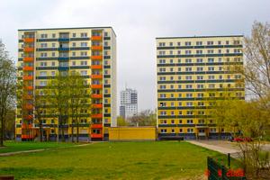 Gelungenes Facelifting und Feintuning: zwei der 17 Häuser nach der Sanierung und dem Balkonanbau