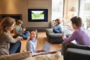 Neue Übertragungswege: Das Fernsehen der Zukunft benötigt schnelle Internetverbindungen