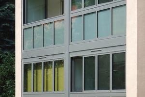 Im Zuge der Fassadensanierung wurden die bestehenden Balkone mit einer wärmegedämmten Vorhangfassade komplett eingehüllt