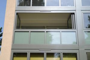 Die Glas-Faltwand lässt sich über die gesamte Raumbreite öffnen. So bleibt der Charakter des Balkons erhalten und der Balkon auf seiner gesamten Fläche nutzbar