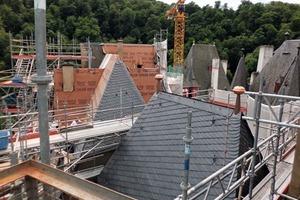 Die Dächer von Burg Eltz wurden neu eingedeckt, Dachstühle saniert. Die statische Struktur einiger Burgbereiche konnte gesichert werden