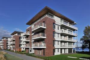 In jedem der fünf Wohngebäude sorgt eine Sole-/Wasser-Wärmepumpe mit etwa 50 KW Einzelleistung für Wärme und Warmwasser
